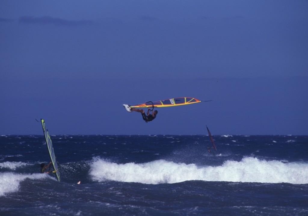 Fale i windsurfing w El Medano