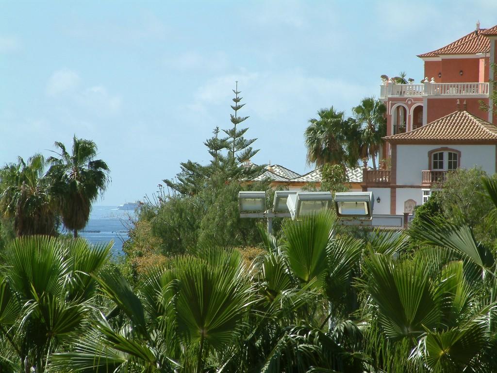 Okolice przy plaży del Duque na Teneryfie