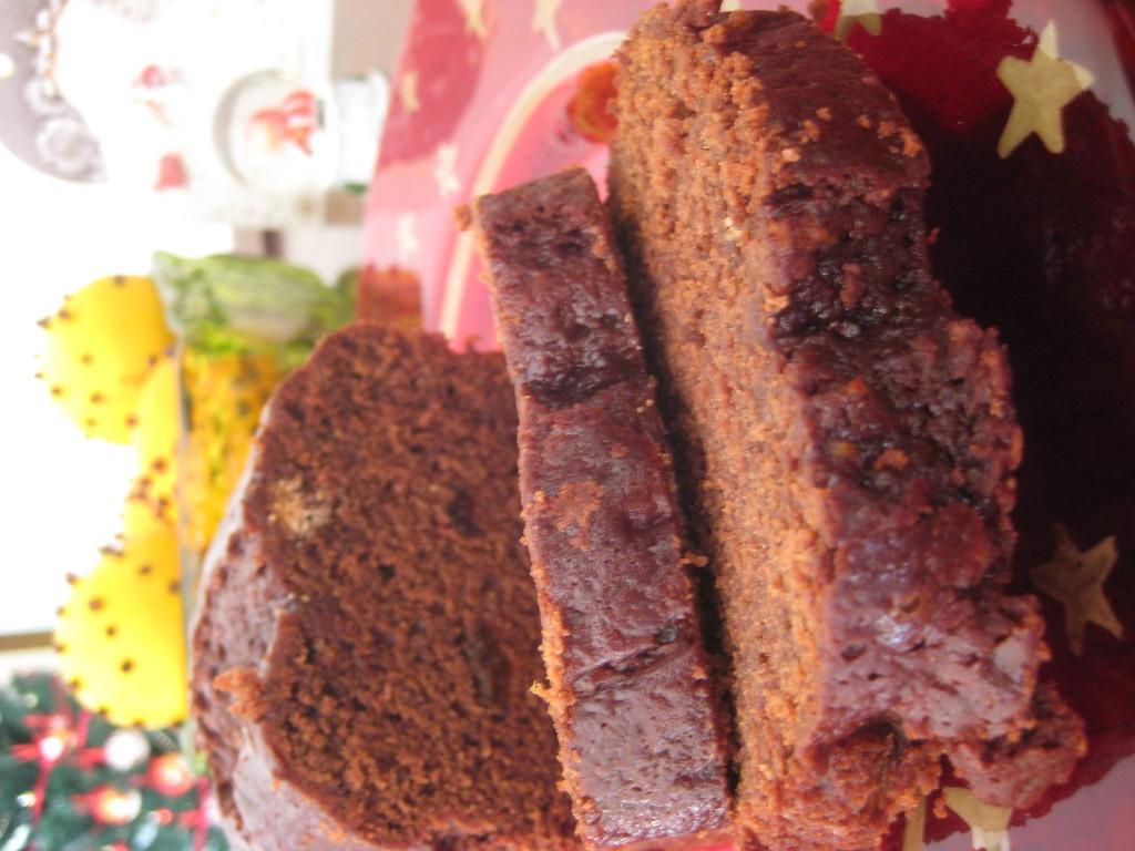 Piernik z czekoladą i susoszonymi śliwkami